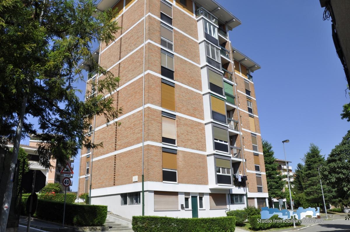 Appartamento in vendita a Ivrea, 5 locali, prezzo € 79.000 | CambioCasa.it