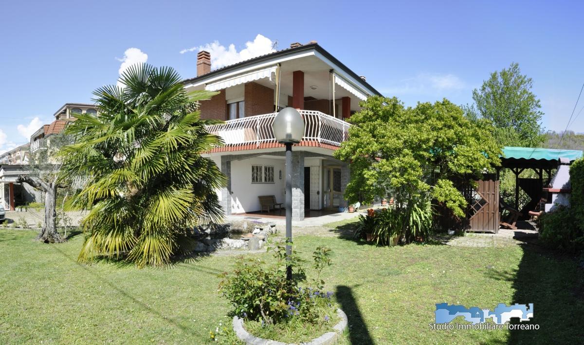 Villa in vendita a Montalto Dora, 7 locali, prezzo € 260.000 | CambioCasa.it