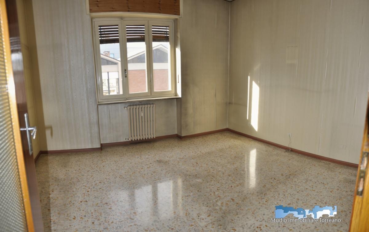 Appartamento in vendita a Ivrea, 4 locali, prezzo € 59.000 | CambioCasa.it