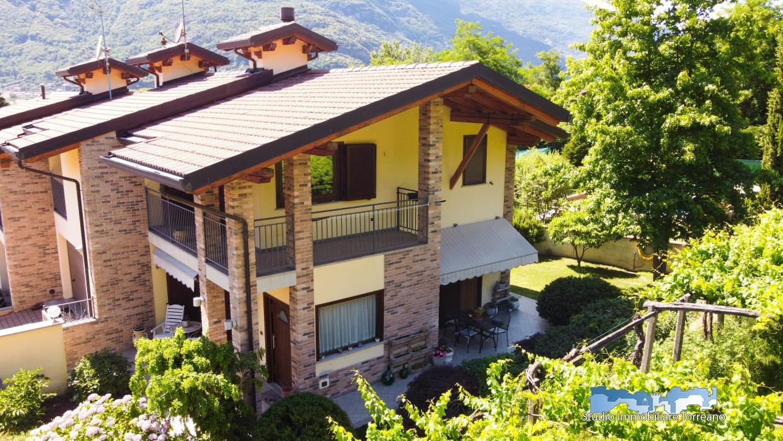 Villa in vendita a Borgofranco d'Ivrea, 4 locali, prezzo € 280.000   CambioCasa.it